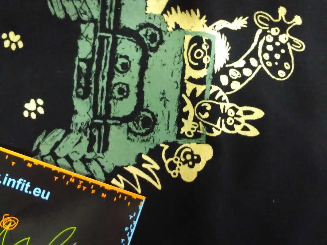 506db21cf07 Šátek trojcípý Infit Pirát dětský - černá vzor safari